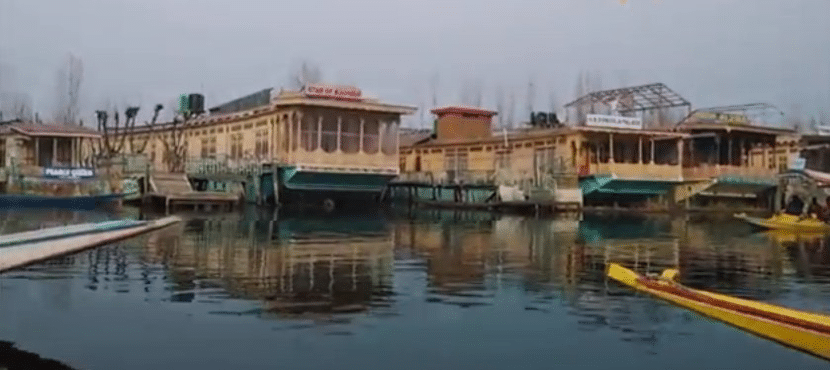 Stay in Houseboats